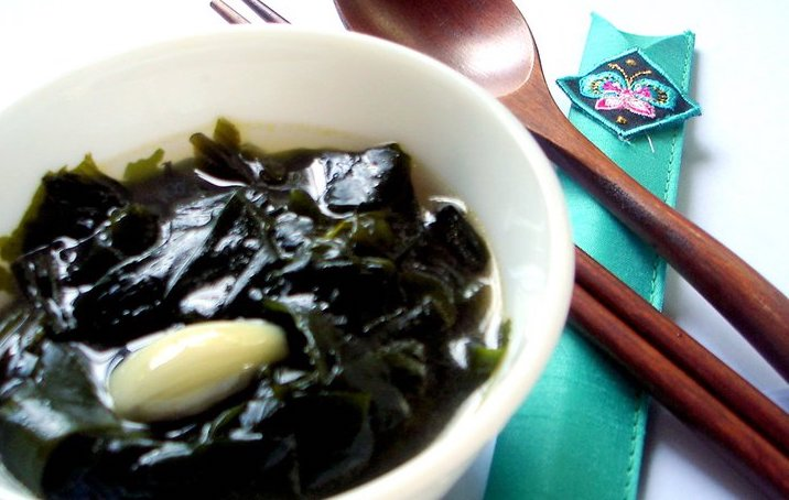 egg drop soup with wakame